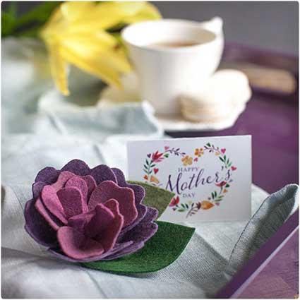 Mother's-Day-Felt-Flower-Brooch