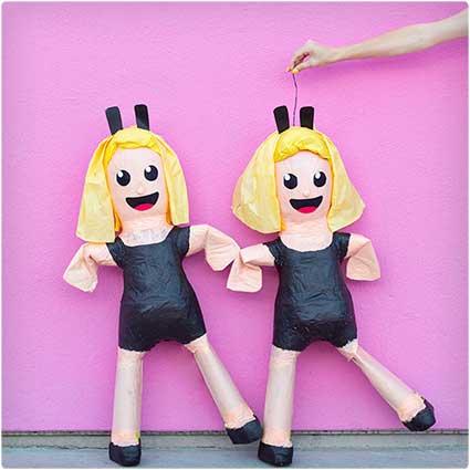 Dancing-Girls-Pinata