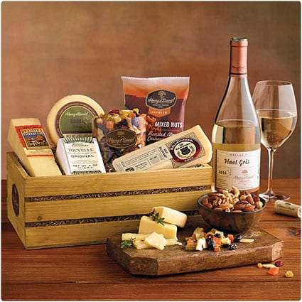 39 Wine Gift Baskets They Will Love | Dodo Burd