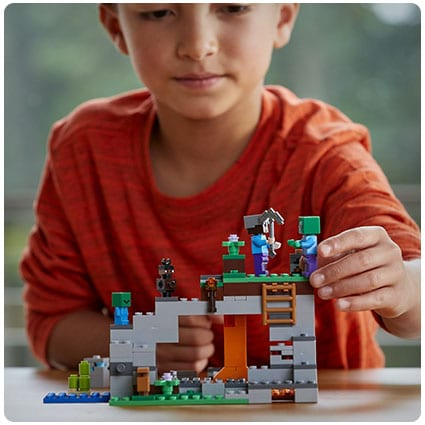 LEGO Minecraft The Zombie Cave Building Kit