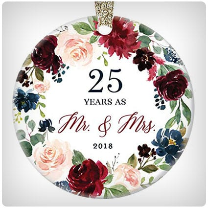 24 unforgettable 25th anniversary gifts heartfelt gifts for her