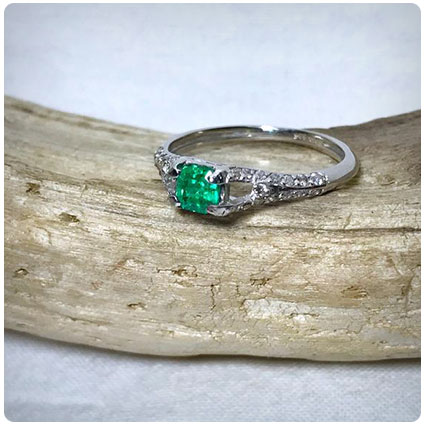 14k White Gold Natural Emerald Diamond Ring