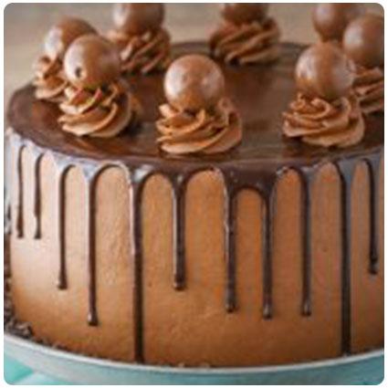 Fine 23 Unique 21St Birthday Cake Ideas For A Colorful Boozy Birthday Personalised Birthday Cards Veneteletsinfo